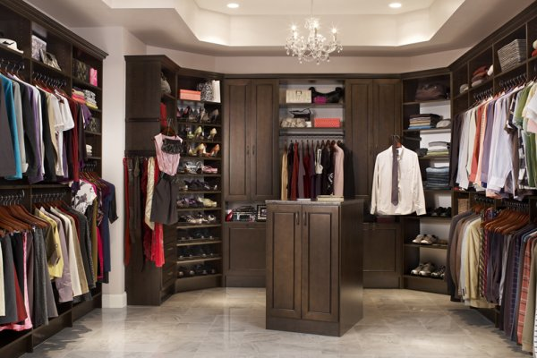 How does a walk in closet look like home design and - Master bedroom closet designs and ideas ...